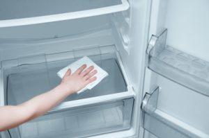 Cleaning an empty fridge