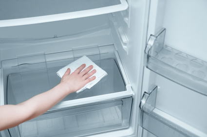 Cleaning an empty fridge